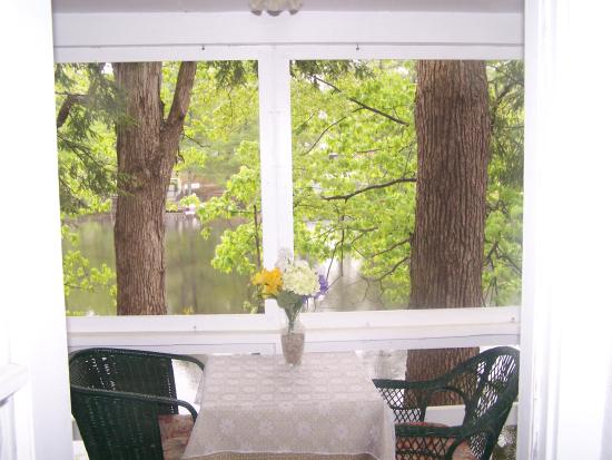 Henniker, NH: Screened porches