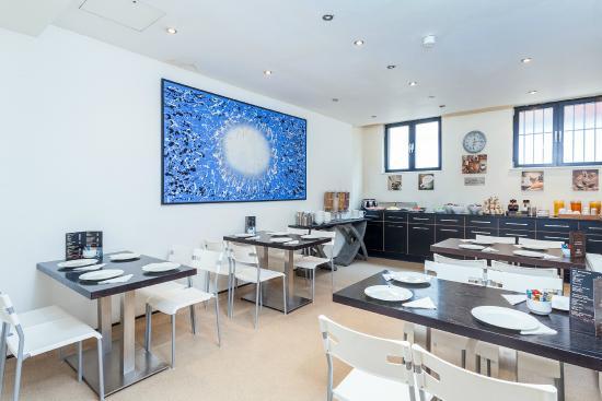 Avni Kensington Hotel: Breakfast Area