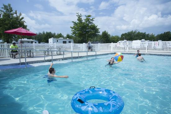 Presque Isle Passage RV Park & Cabin Rentals: Pool