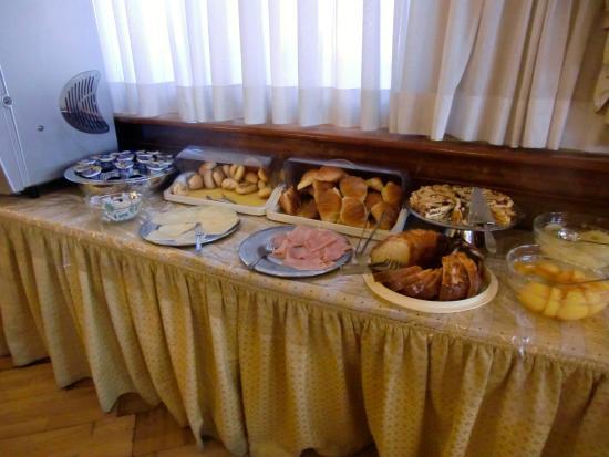 Albergo Carlo Magno Hotel: Morning breakfast