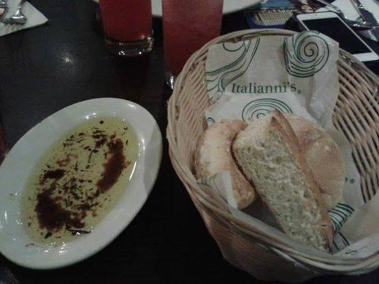 Italianni's: bread
