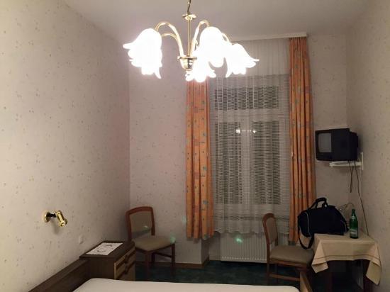 Rheinhotel Starkenburger Hof: Das Zimmer