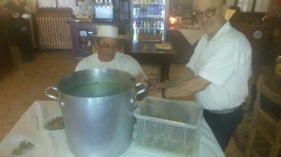 ravioli di baccalà con salsa cacio e pepe - Picture of Locanda ...