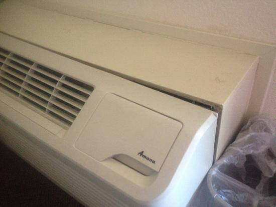 Red Roof Inn Cleveland - Medina: Couple minor problems with the air conditioner not sealed to wall and mattress pad that was badl