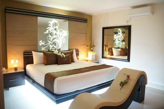 Habitacion Con Decoraciones En Morado Picture Of Deluxe Auto Hotel - Decoraciones-habitaciones