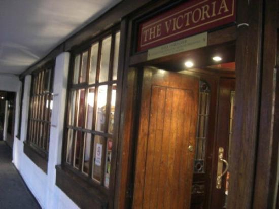 The Victoria Pub: FRONT ENTRANCE