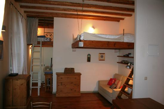 Saraca Apartments - Cathedral View & The Old Bakery: Old Bakery - mezzanine and living area