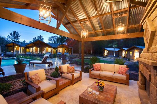 Deer Lake Lodge Resort & Spa: Fire Place