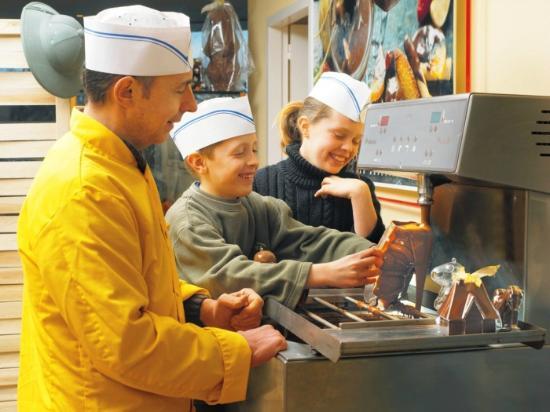 Musee du Chocolat Bovetti : La fabrication des chocolats avec les moules pour enfants