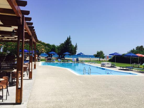 Stafilia Beach: Juny 2015- beach /pool area