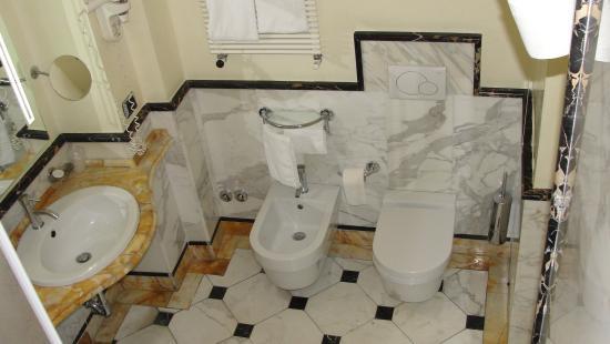 Hotel Opera Roma: Ванная комната