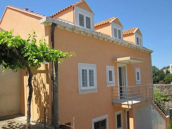 Miramare & Campara Apartments: Apartments house back view