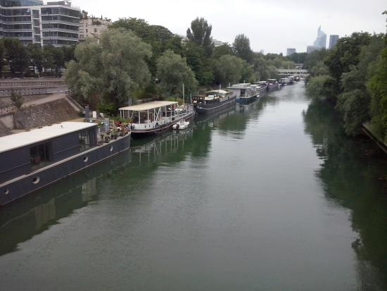 París, Francia: I ran past these house boats in Levallois