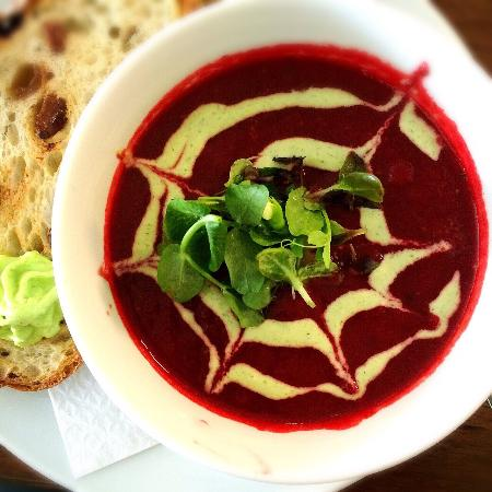 Momo Restaurant: Lunchtime Beetroot Soup with a dill yogurt.
