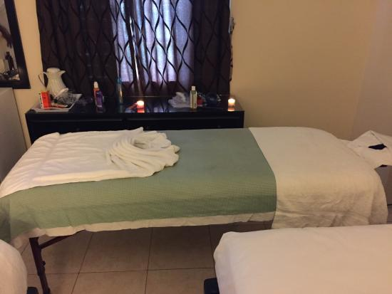 Travellers Beach Resort : In room massage by Dwight Smith (number in my review)
