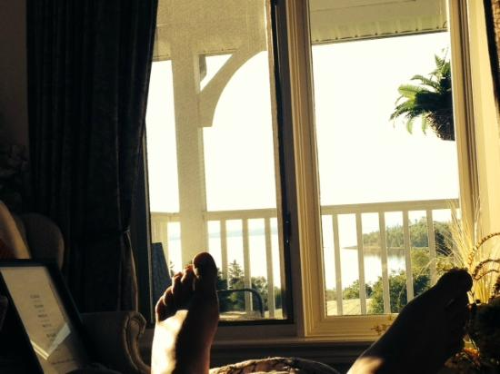 Gray Gables Bed and Breakfast: Ocean wake up view