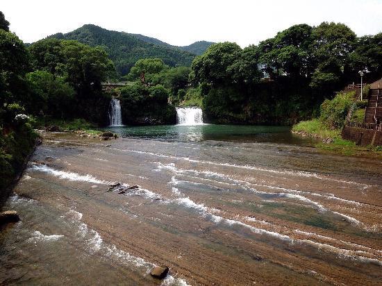 Todoroki Falls: 轟の滝