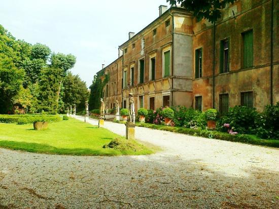 Vescovana, Italy: Facciata anteriore