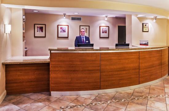 Candlewood Suites - Dallas Market Center: Front Desk