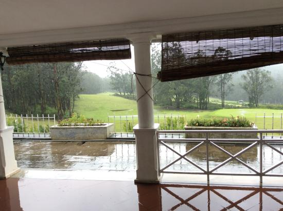Ootacamund Gymkhana Golf Club: Veranda outside reception
