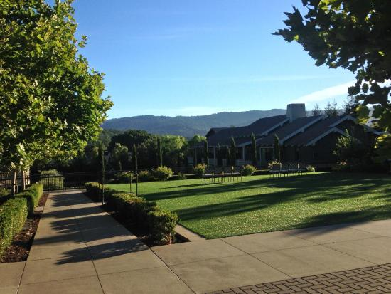 Rosewood Sand Hill : Gorgeous grounds