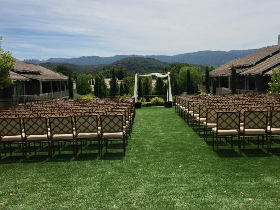 Rosewood Sand Hill : Frequently hosts weddings