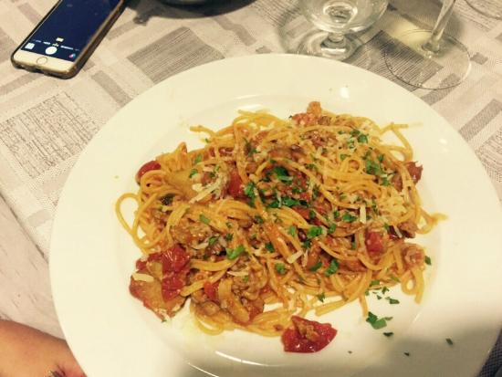 La Carcara: Espaguete com linguiça, cogumelos e tomate