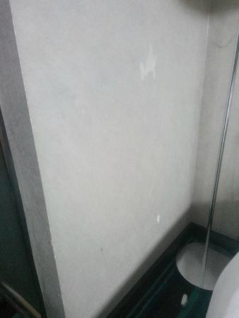 Notte Hotel: soyulmuş duvar kağıdı