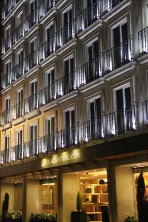 Hotel Plaza Revolucion: Fachada de noche