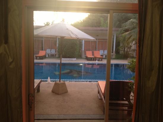 Phuket Sea Resort : Room opposite the Pool