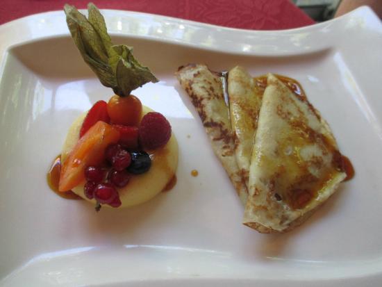 Pezilla-la-Riviere, ฝรั่งเศส: Crème Citron, Quelques Fruits Frais, Crêpes Façon Suzette