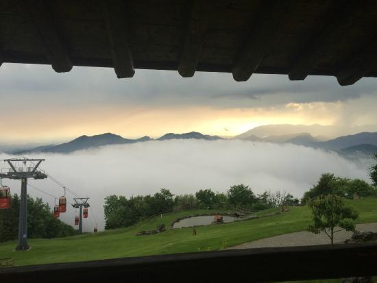 Ristorante del Rifugio Monte Poieto: mare di nebbia..