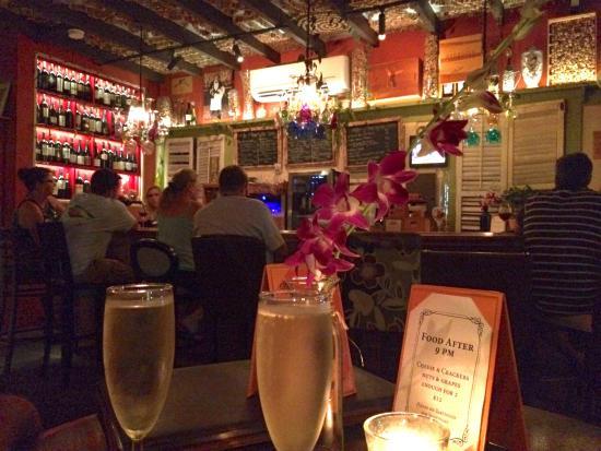 Vinos on Duval: Bubbles at Vinos