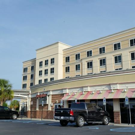 Holiday Inn & Suites Columbia - Airport: The front of the hotel
