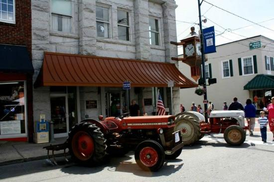 The Mount Airy Visitors Center: Visitor Center/Chamber of Commerce in Downtown Mount Airy