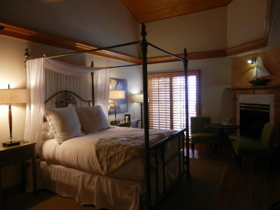 Inn On Summerhill: Queen room