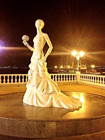 Геленджик скульптура невеста