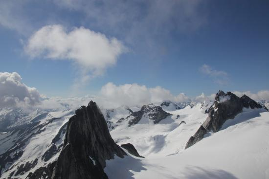 Parson, كندا: From near the summit of Bugaboo Spire (technical climbing to reach this point)