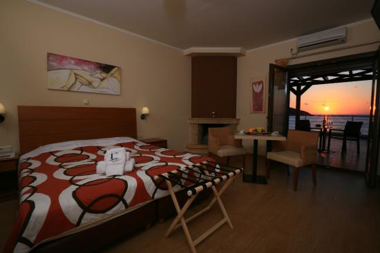 Faros Luxury Suites