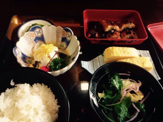 Sakawa-cho, Japon : 上から二つ目の定食です 女性には十分すぎるほどの量
