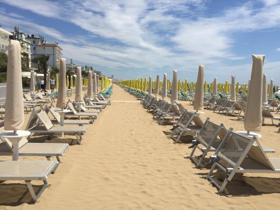 Hotel Cambridge: Beach.