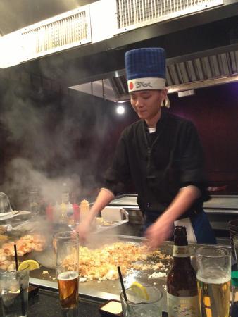 Wasabi Japanese Steak House: El Chef en accion