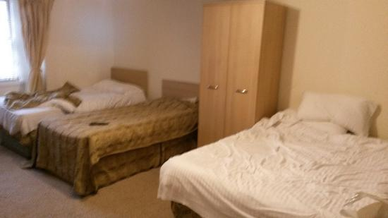 Merith House Hotel : Our room. Room 16 (shared bathroom bt didnt get pics) went in June 2015