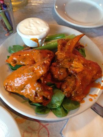 Cannon's ChopHouse: Hot Wings