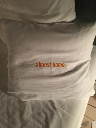 25hours Hotel at MuseumsQuartier: pillow