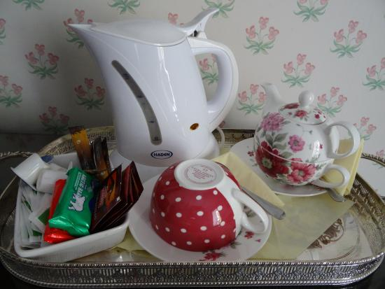 Walcot Bed and Breakfast: in room coffee/tea service and biscuits