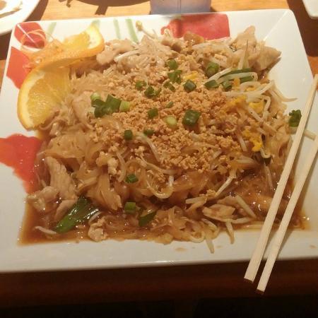 Thai Smile & Sushi Restaurant: pad thai
