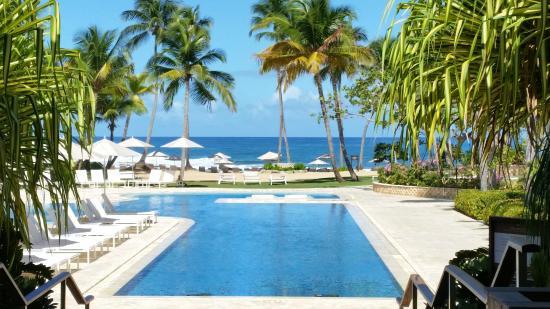 Encanto Beach Club Bar Grill Dorado A Ritz Carlton Reserve Amazing