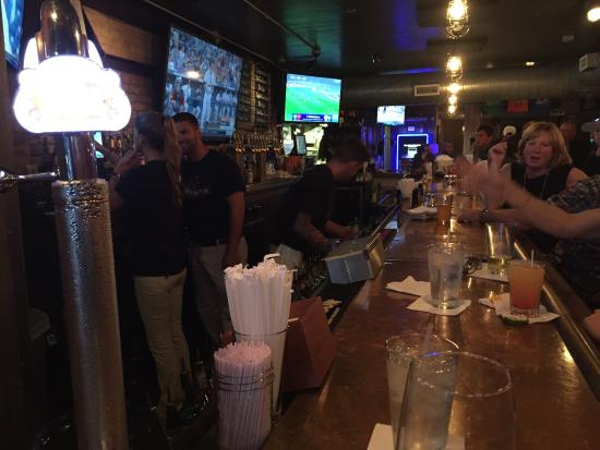 LakeHouse Pub: Drinks @ Bar