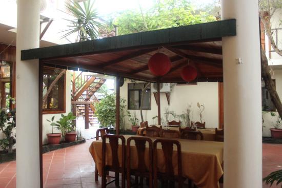 Hotel San Vicente Galapagos: Outdoor Dining Area
